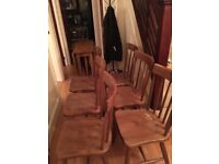 Very nice dining table extendable with 6 chairs