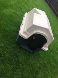 Dog kennel with heater