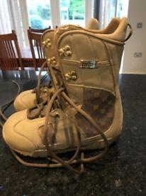 Women's Burton snowboarding boots size 5.5