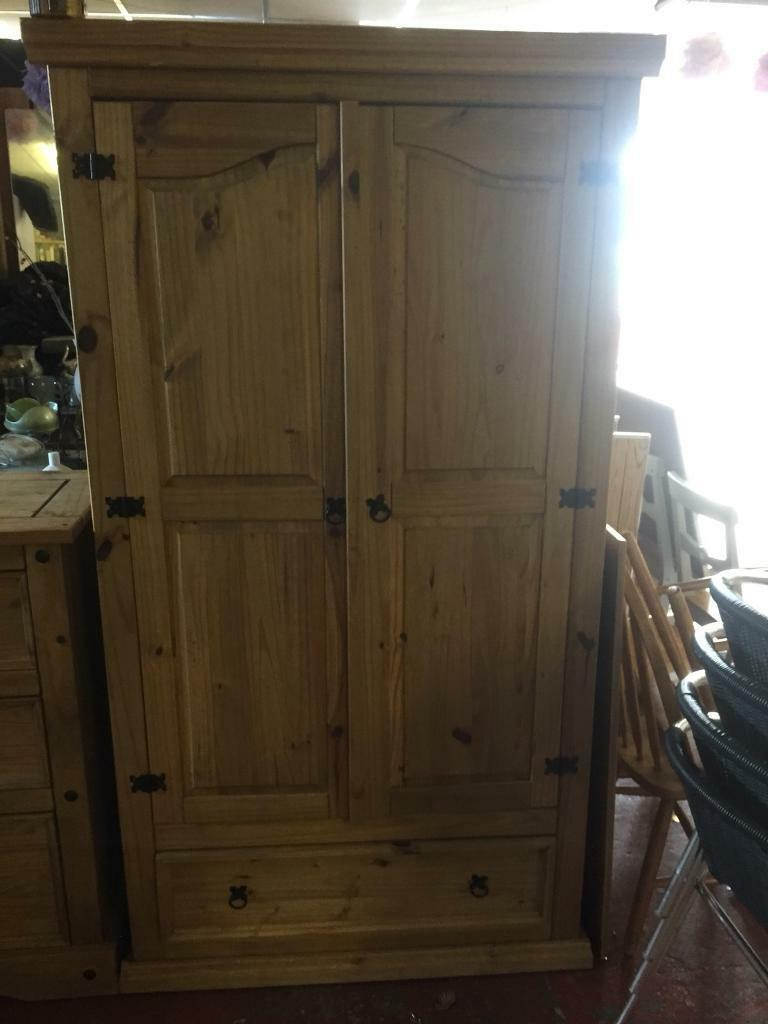 Wardrobe & chest of drawers set