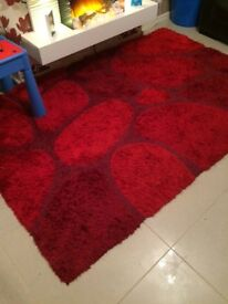 Red pebble rug, only selling as re-decorating
