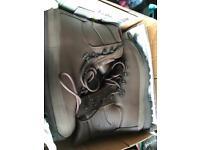Altberg Defender Boots Size 8 Medium