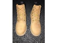 Timberland boots colour wheat, size 4