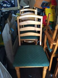 Pine extending dining table with 4 chairs and 2 carvers