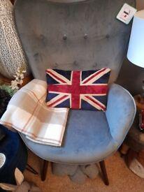 Trendy silver/grey velvet chair