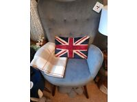 Trendy silver/grey velvet chair