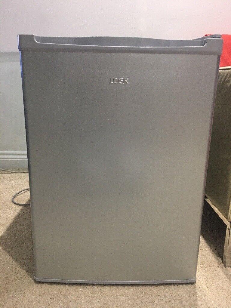 Mini fridge (in excellent condition )