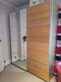 Great IKEA Wardrobe with mirror/oak slidding doors in excellent condition!