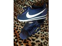 Nike trainers 5.5 brand new. Gorgeous royal blue colour