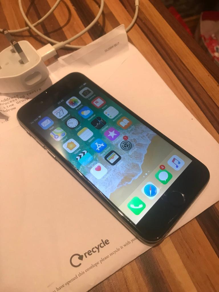 IPhone 6 black and sliver (Vodafone)