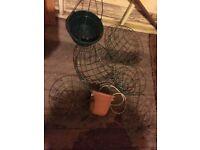 7 hanging baskets, including 1 terracotta hanging basket