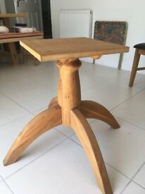 Solid Oak Round Extendable Dining Table and 4 Leather Seated Chairs