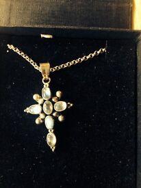 Unusual silver & moonstone pendant & chain
