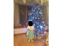 6ft Christmas tree with acorns, great condition