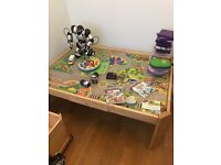 Children's play table with 4 no storage boxes on wheels in good conditions