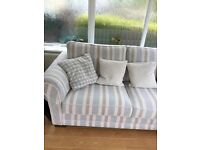 3 seater settee and scatter cushions