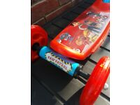 PAW PATROL SCOOTER IN EXCELLENT CONDITION. NO MARJS AT ALL SO AS NEW