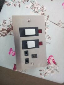 Socket with cooker isolation switch