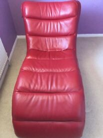 Relaxing superb chair 100 leather. Build -in speakers
