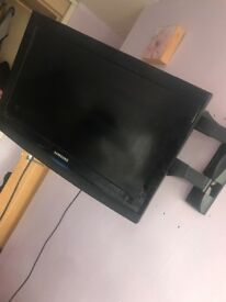 32 inch tv on a wall bracket
