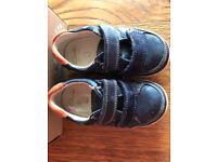 Clarks baby boy shoes in good condition size 4 1/2 F