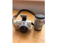 Olympus Pen Pl7 compact system WiFi camera with extra lens