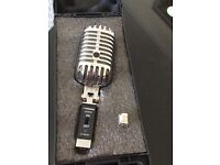 'Elvis' style microphone. Great pro mic with hard case and stand insert.