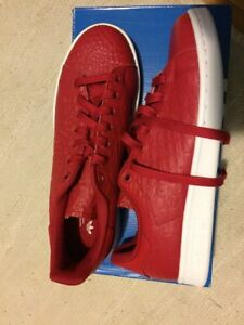 Chaussure Adidas Stan Smith neuve taille 7.5 homme ou 9 femme