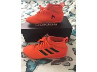 (Kids) Adidas Football Boots (size 1 / eur 33) in excellent condition