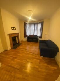 Spacious 3 bed house in Uxbridge part dss welcome