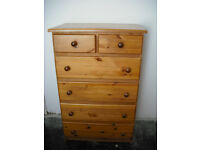 Chest of drawers in glorious pine