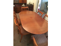 DINING TABLE & 6 Chairs (EXTENDS to seat 8 people if required)