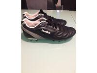 Football boots size 6 & 2 pairs shin pads size M