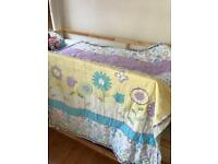 Bright floral single quilt