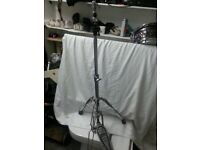 Pearl heavy duty hi hat stand with brand new clutch .
