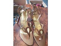 Size 7 medium heel gold/brown