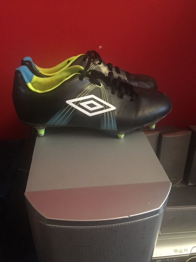 Football boots size 9in Gosport, HampshireGumtree - Hardly warn football boots, they are in perfect condition, slightly muddy but I will clean them before sale. All studs still attached. Selling due to them not getting used. They are a male size 9