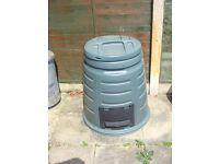 composting bin like new