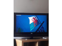 """Television LG FULL HD 32""""/ PERFECT CONDITION/ CONTROLLER PERFECT CONDITION TOO"""