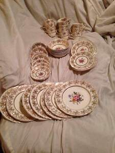 """alfred meakin china """"golden posy"""" 22kt gold 44 peices only 300$!"""