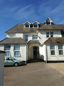 LARGE 2 BED GROUND FLOOR FLAT - EXMOUTH AVENUES - AVAIL AUGUST