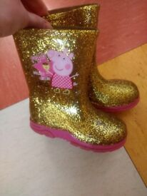 Children's peppa pig welly boots. Wellies golden boots.