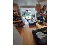 LARGE BEDROOM IN BATTERSEA SW11 available now, inclusive of bills
