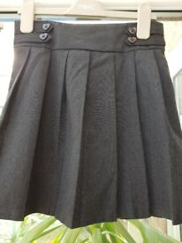 Next - age 6 years- girls grey pleated school skirt-excellent condition