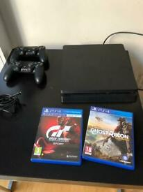 PS4 500GB + 2 Controllers + 2 Games