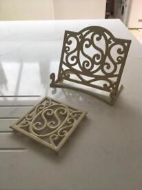 Cast iron cookbook and pan placemat set
