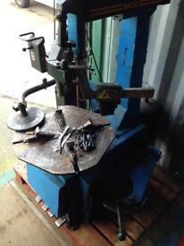 ITALIAN TYRE CHANGER AND BALANCER IN GOOD WORKING CONDITION