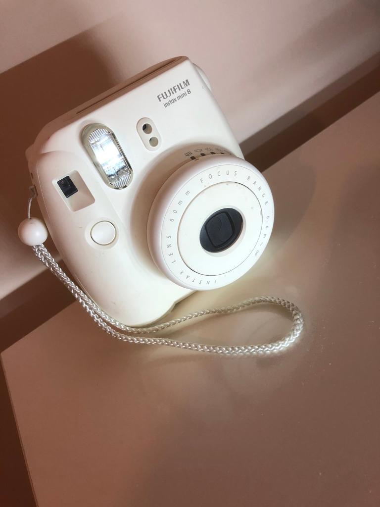 POLAROID CAMERA- Fujifilm Instax mini 8