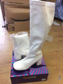 White Gogo boots size 4-5 fancy dress 1960s