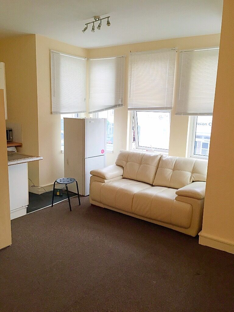 Studio Flat to Let in Barking ===Rent £800 PCM All Bills Included===
